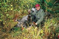 Jurg Keller, Schweich, med en ståtlig 15-taggare fälld under jakt hos Bert Mårtensson.