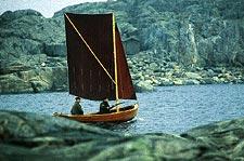 Att segla på ejder, smyga fram genom smala sund och spana runt utskjutande uddar är en jaktform som trots sin tjusning nästan glömts bort.