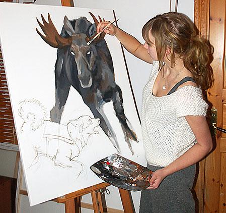När My inte jagar sitter hon gärna i sin ateljé och förevigar de situationer hon mött under jakten.