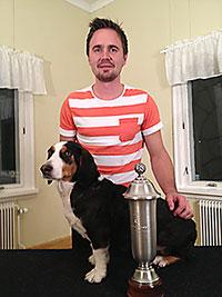 Johan Lindström med sin drever  Arwen, som tog hem året SM för små drivande hundar
