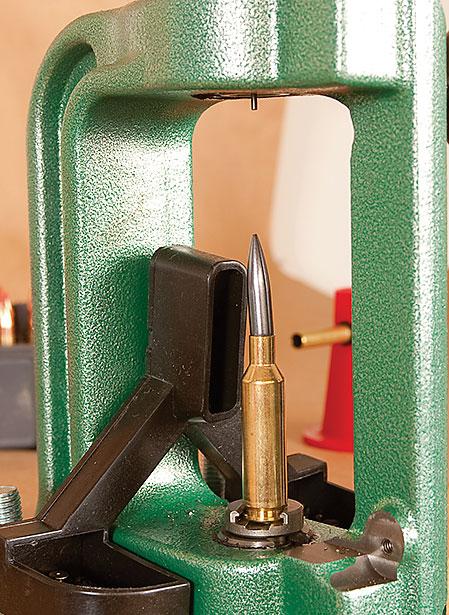 För handladdaren finns Redding laddverktyg och kulutbudet i 6 mm är mycket stort. Med handladdning kan även rena varmintpatroner till bäverjakten laddas om inte Nosler BST känns tillräckligt bra.