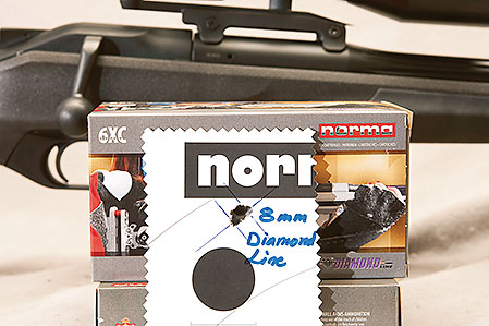Den träffbild som testvapnet och Normas Diamond Line presenterar  lämnar nästan inget att önska. 8 millimeter med benstöd och handen som  bakre stöd.