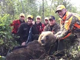 PN:s Jakt i Skyttmon slutade lyckligt efter stor dramatik när björnen gick till anfall. I mitten Robert Salomonsson och Per (PN) Nordwall.