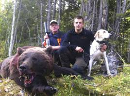 Far och son Friberg, Stefan och Niklas från Orsa, fälldes nyligen en björnhane utanför Strömsund.