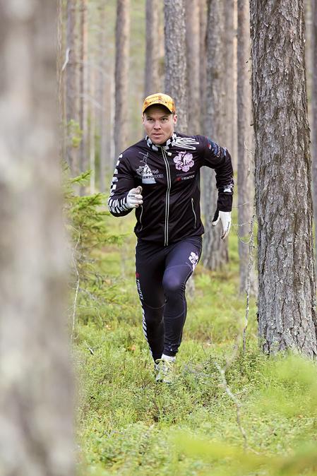 Robin Bryntesson har sina löprundor på tallhedarna norr om Rossön.