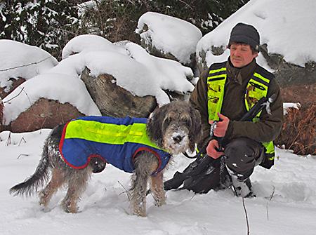 Joacim Sundin med sin Griffon Nivernais Trästabos Hobbe som tagit ett förstapris på vildsvin för drivande hundar.