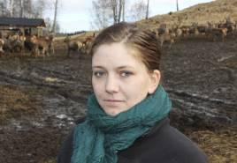 Delägare Sara-Britta Edlund inne hägnet.