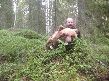 Ralph Persson med område 2B:s sista björn.