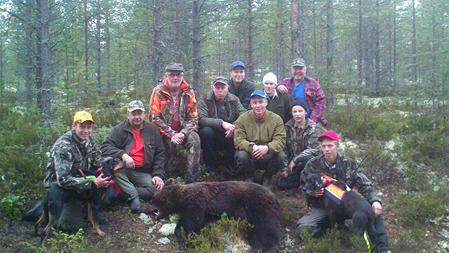 Jaktlaget i Fågelsjö fällde nu på morgonen en björn, lycklig skytt är Gert Eliasson.