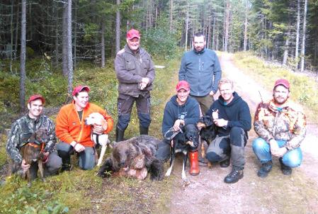 Jaktlaget i Våmhus med delområde 2:s sista björn.