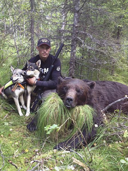 Robin börjar jakten som hundförare hos Exklucive Adventure i Håckren, Jämtland.