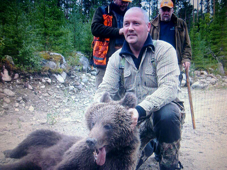 Simon Dahlström tog i våras initiativet att samordna björnjakt inom Storåsens ÄSO. I lördags fick han skjuta sin första björn.