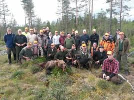 Genom en mycket välarrangerad samjakt fälldes i morse en björn mellan Åsarana och Svenstavik i Jämtland.