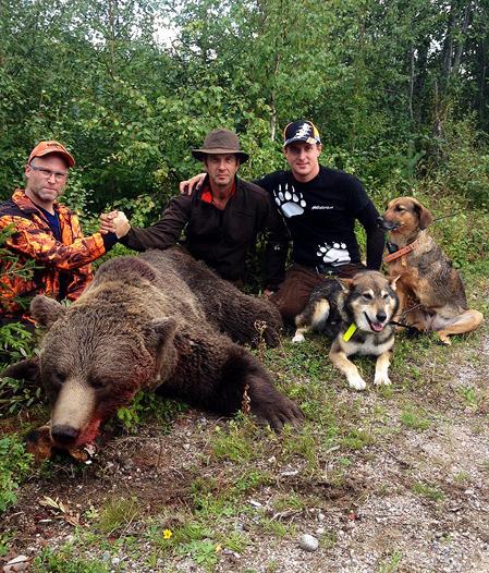 Daniel Gustavsson, skytten Mats Edman och Robert Salomonsson fick idag uppleva ståndskall på två björnar samtidigt.
