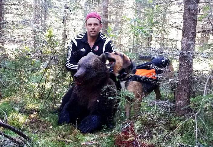 Hans och Gunvald med björnen från Lumsheden.
