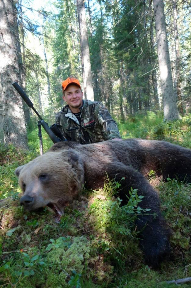 På Bobygdens marker fällde Martin Stark en 158 kg tung björnhanne.