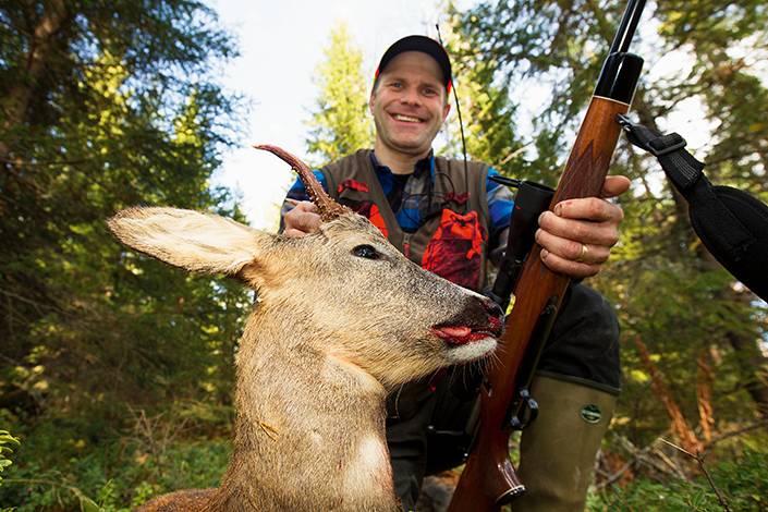 Fredrik Sätter fick flera rådjur i passet och valde att skjuta en mindre bock.