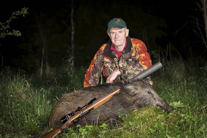 Nattens smygjakt gav resultat. Håkan Stedt fick fälla ett vildsvin.