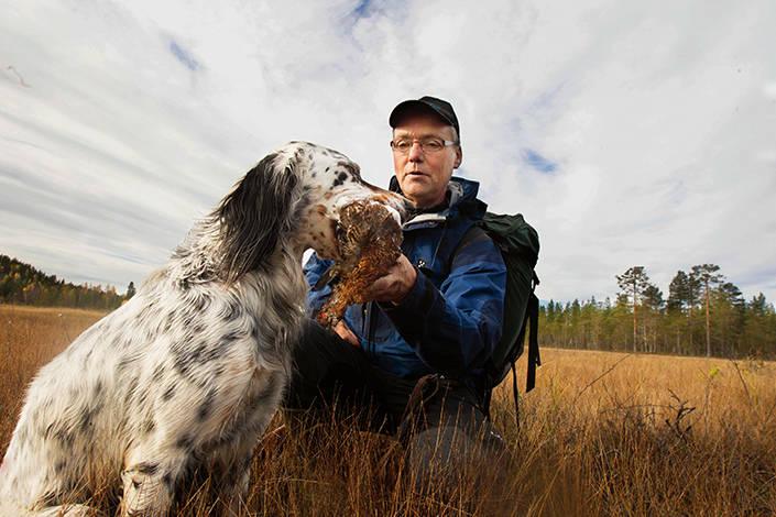 När Oliver jagar har han god kontakt med husse, och det samarbetet har gett paret både fågel och jaktprovsvinster.