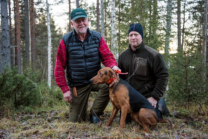 Thommy Sundell och Magnus Lauri är stolta ägare till Rävmossens Clapton.