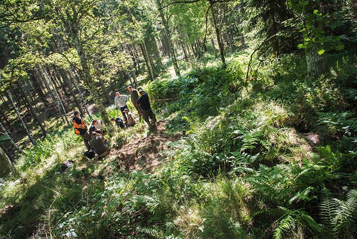Att jaga gryt är minst sagt en trevlig och social aktivitet. Under tiden det grävs blir det både roliga historier och jaktanekdoter från tidigare upplevelser.