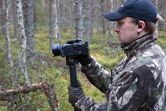 Anders Holmberg filmar sina stövarjakter. Filmerna blir till en videodagbok som han ger ut på dvd.