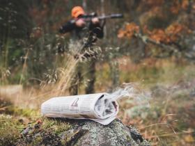 Röken från den pyrande tidningen döljer din vittring effektivt.