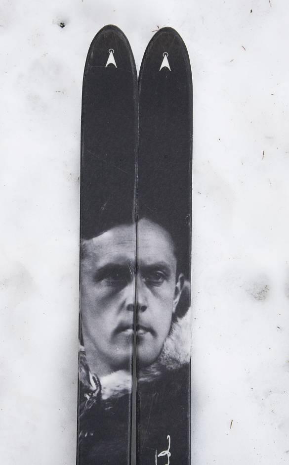 Den som idag tittar ner, och möter Ingstads blick under en slitsam fjällripjakt, har ingen aning om vad ordet slitsam verkligen betyder. Foto: Per Jonson